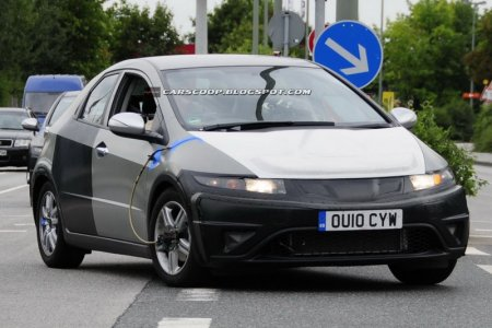 Прототип хэтчбэка Honda Civic с гибридной системой замечен на испытаниях