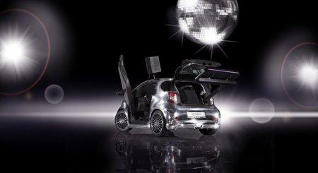 Toyota iQ Disco: диско-шарик