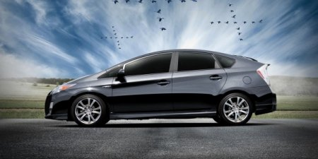 Компания Toyota добавила спортивности гибриду Prius